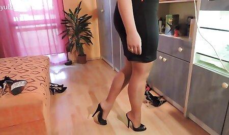 بالغ پاهای خود را فیلم سیکس زن چاق جلوی یک جوگیر جوان پخش کرد.