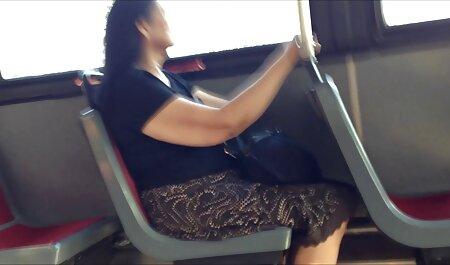 مدل روسی با بیدمشک و لبخند سکسایرانی چاق بازی می کند.