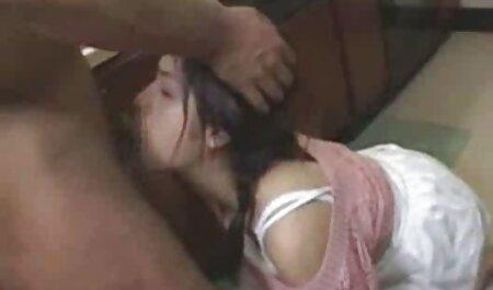 دونات آناستازیا لوکس در یک انبار ویدیو سکس چاق متروکه شیر می خورد و لگد می زند