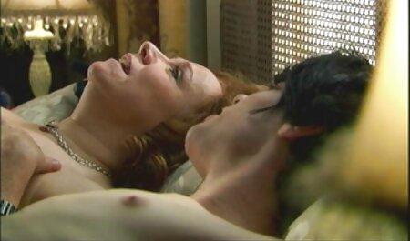 دختر باریک جلوی وب کم دیلدو می خورد فلم سکس عربی چاق و در اتاق به اوج لذت جنسی می رسد