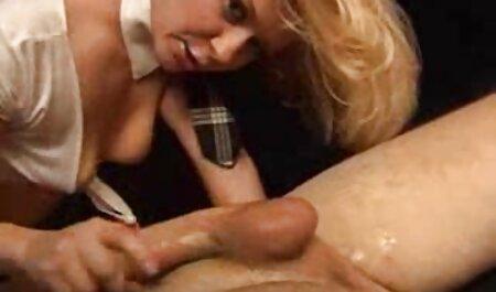 جوجه های اغوا کننده دانلود فیلم سکسی زنهای چاق انگشت بیدمشک که روی صندلی جلوی دوربین نشسته اند
