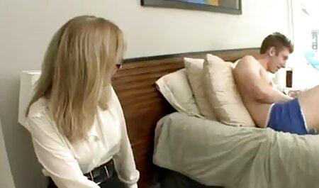 دختر برهنه خروس می خورد و تقدیر را قورت فیلمهای سکسی زنان چاق می دهد.