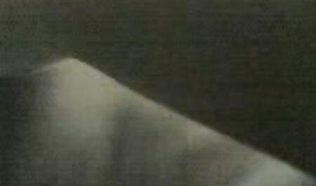 MILF با خال کوبی روی بدن ، الاغ خود را با dildo در وب کم انگشت می زند فیلم سوپر زنهای چاق