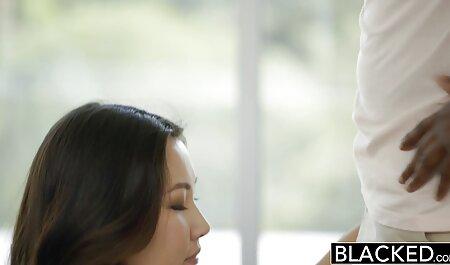 استفاده از ماساژ ، ماساژ زیبایی شهوانی برنزه شده فیلم سیکس زن چاق است.