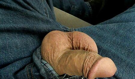 دختر بزرگ الاغ در شلوار سیاه مشکی آلت تناسلی مرد را سوار می سکسزن چاق کند