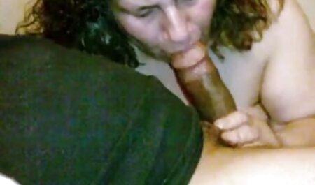 دختری با الاغ بزرگ در دانلود فیلم سکسی زنهای چاق اتاق خواب روی یک دیلدو سیاه نشسته است