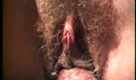 خدمتکار پول فیلم سکسی زن چاق برهنه می گیرد و لعنتی می شود.