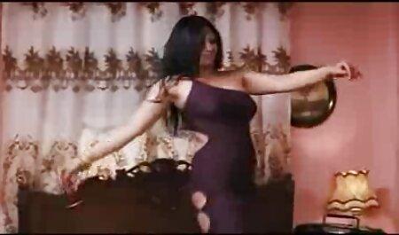 رابطه جنسی دانلود فیلم سوپر زن چاق با یک بلوند در طبیعت.