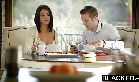 دختری دانلود فیلم سکسی زن چاق با الاغ بزرگ در جوراب ساق بلند و سینه بند ، از سوراخ مقعد بر روی خروس یک دوست قرار می گیرد