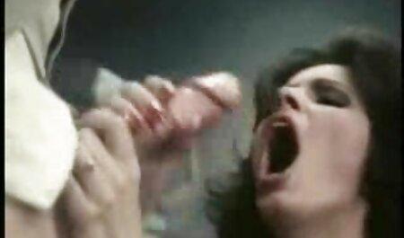 نوک پستان به سختی خروس سکس چاق ویدیو ضخیم یک دوست را بر روی گلو می چسباند و الاغ را می گیرد