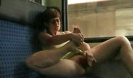مردی یک زن سکس چاق ویدیو ژاپنی را روی زانوی خود گذاشت و مدت طولانی در شیردوشی طبیعی او را بوسید و برهنه کرد