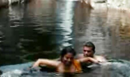 یک زن جوان آذربایجانی کلاه روسی را به بدن یک مادر روسی می زند و به دهان و بیدمشک هایش اصابت می کند فیلم سکسی زنان خیلی چاق