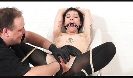 این دختر عضلانی موهای لاغر ، لولا فائه را در عکس سکسی چاق چله دست گرفته و شکاف خود را مالش می دهد