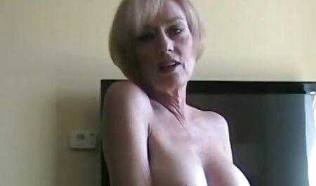 یک پسر یک کس را لیسید و فیلمهای سکسی زنان چاق لاتینای شلوغ را با نوک سینه های کوچک روی صندلی عرشه لعنتی