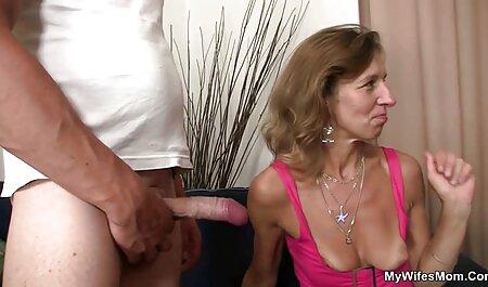 مرد جوان یک مادر همسایه را در یک سینه بند سیاه دارد کلیپ سکس چاق
