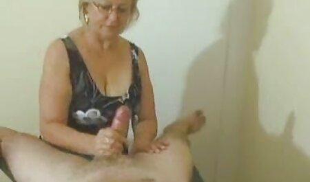 یک عضو سیاه پوست از یک سکسزن چاق سوراخ در یک الاغ بلوند می خورد.