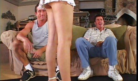بلوند انعطاف پذیر با رئیس فیلم های سکسی چاق خوابید.