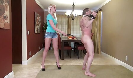استریپر اجازه می فیلم سکسیزنان چاق دهد تا همه مکیدن کنند.