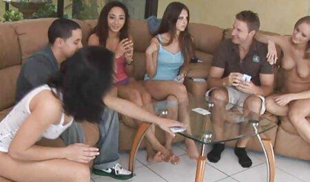 بور بیدمشک فیلم سکس با زن چاق را اصلاح کرده و خودارضایی می کند.