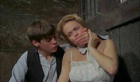 دختر استریپتیز را نشان می دانلودسکس زن چاق دهد.