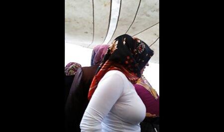 مرد زن را با موهای فیلم های سکسی زنان چاق کوتاه در دهان و مهبل در مقابل وب کم می اندازد