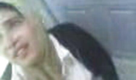 در حمام ، یک دانش آموز قبل از ویدیو سکس چاق از بین بردن واژن یک خانم بلوند 45 ساله ، لیسید