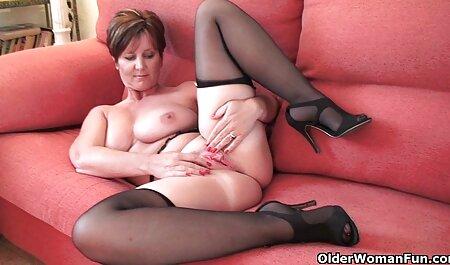 مادر Busty در جوراب ساق سکس کون چاق خارجی بلند در الاغ در یک dildo بزرگ