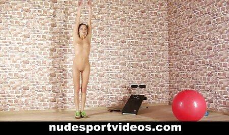 زن بالغ در لباس فیلم گاییدن زنان چاق سکسی با جذابیت خود می درخشد
