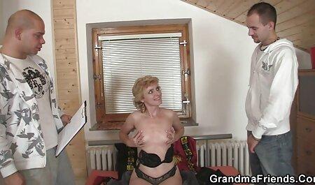 یک منحرف دهان خود را روی یک خروس بزرگ می گذارد و دانلودسکس زن چاق مقعد مرد را لیس می زند