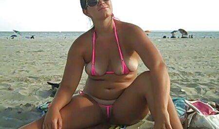 الاغ جوجه جوراب فیلم سکسی زن چاق ساق بلند و دامن نقطه ای را بر روی کیر ضخیم قرار می دهد