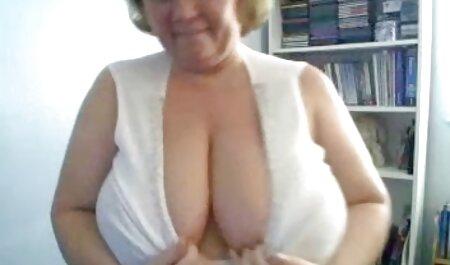 توریست دوست دختر را در اتاق هتل پورنو زنان چاق fucks می کند.