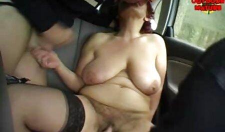 دختری با اشکال در هنگام ریخته گری ، خودش را با ویدیو سکس زنان چاق ویبراتور رفتار می کند.