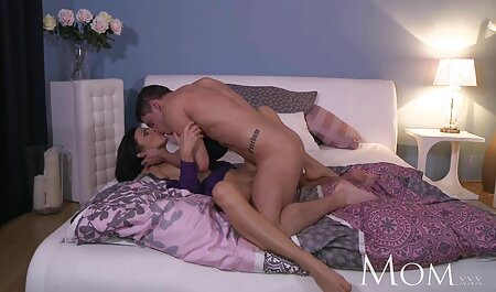 MILF Busty از حمام بیرون می آید و کمک می کند تا فاسد تراشیده دانلود فیلم سکسی زن چاق السا ژان را منحرف کند