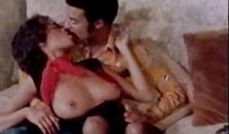 هااهل یک MILF فیلم های سکسی زنان چاق سخت را لیس می کند که بیدمشک ها را از دست می دهد