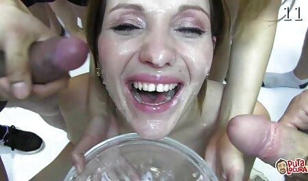 به زنانسکسی چاق دهانش داد و در حمام لعنتی.