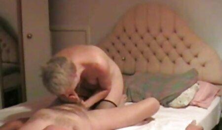 انگشت جوجه Busty با زن معشوقه خود در دستگاه فلم سکس زن چاق سکس ، ماندا را لمس می کند